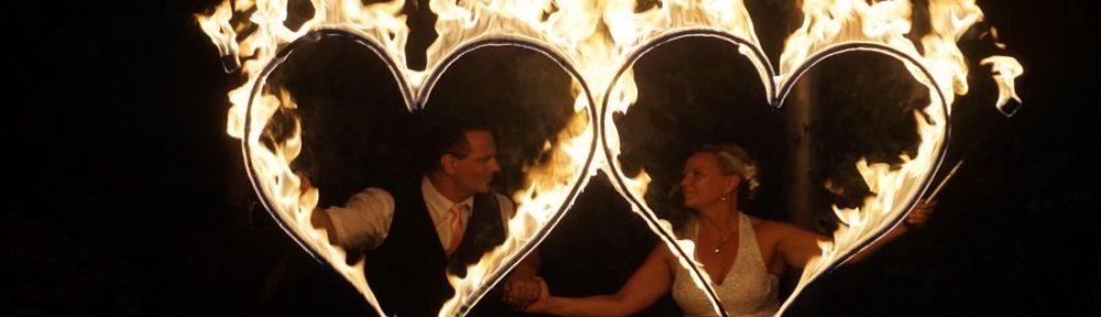 Feuershow Zur Goldenen Hochzeit Mit Brennenden Herzen